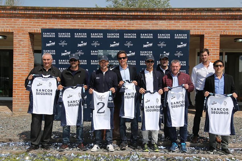 La Dolfina Sancor Seguros Polo Team presentó su nueva camiseta