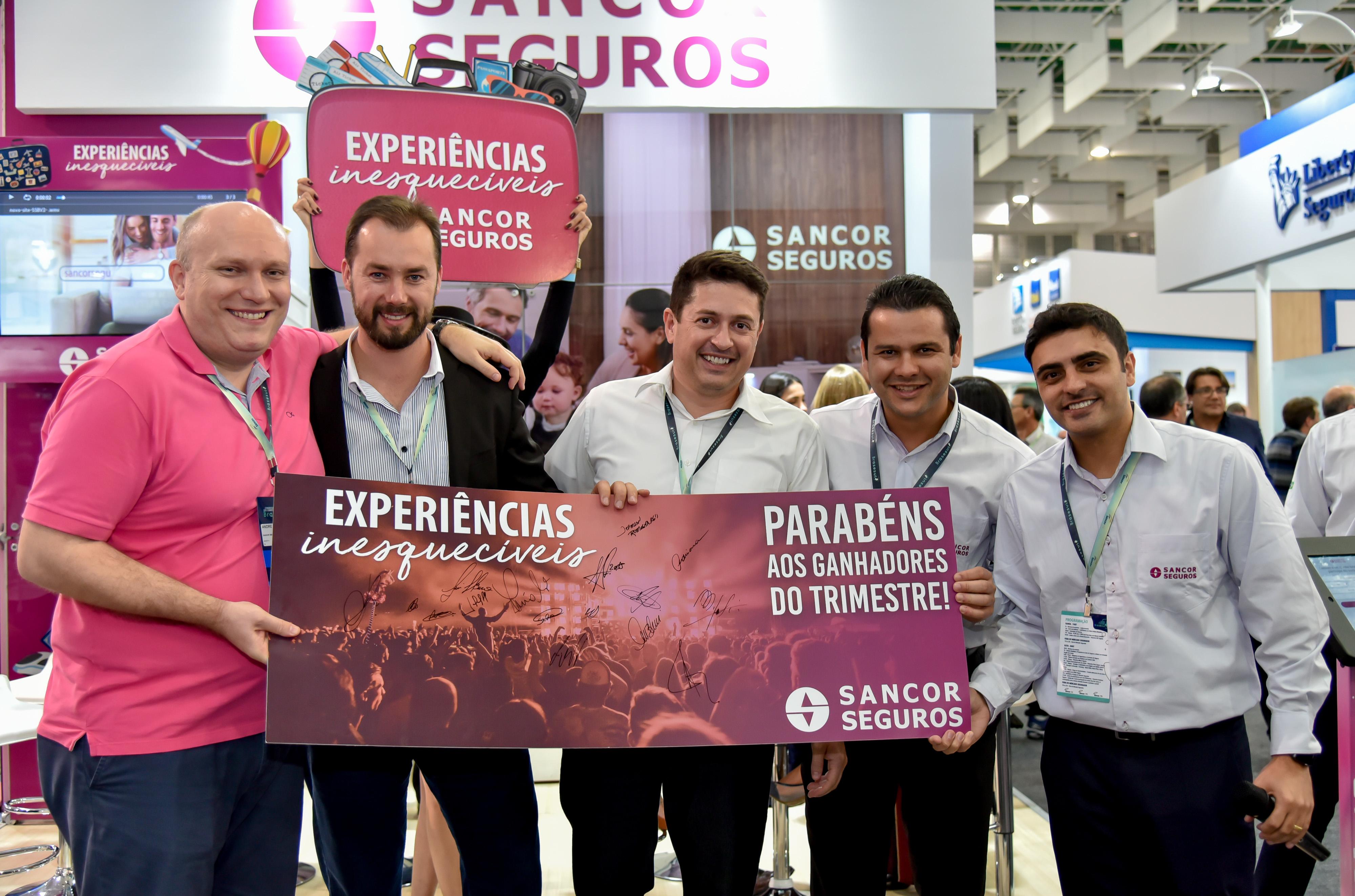 Corretores premiados e equipe da Sancor Seguros